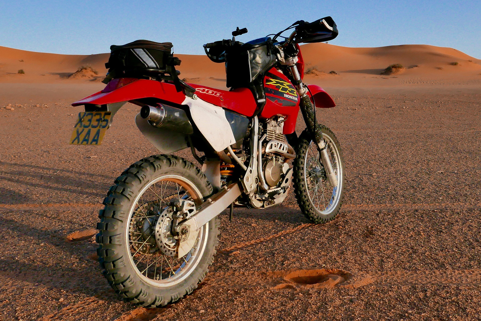 honda xr400 in the algerian sahara. Black Bedroom Furniture Sets. Home Design Ideas